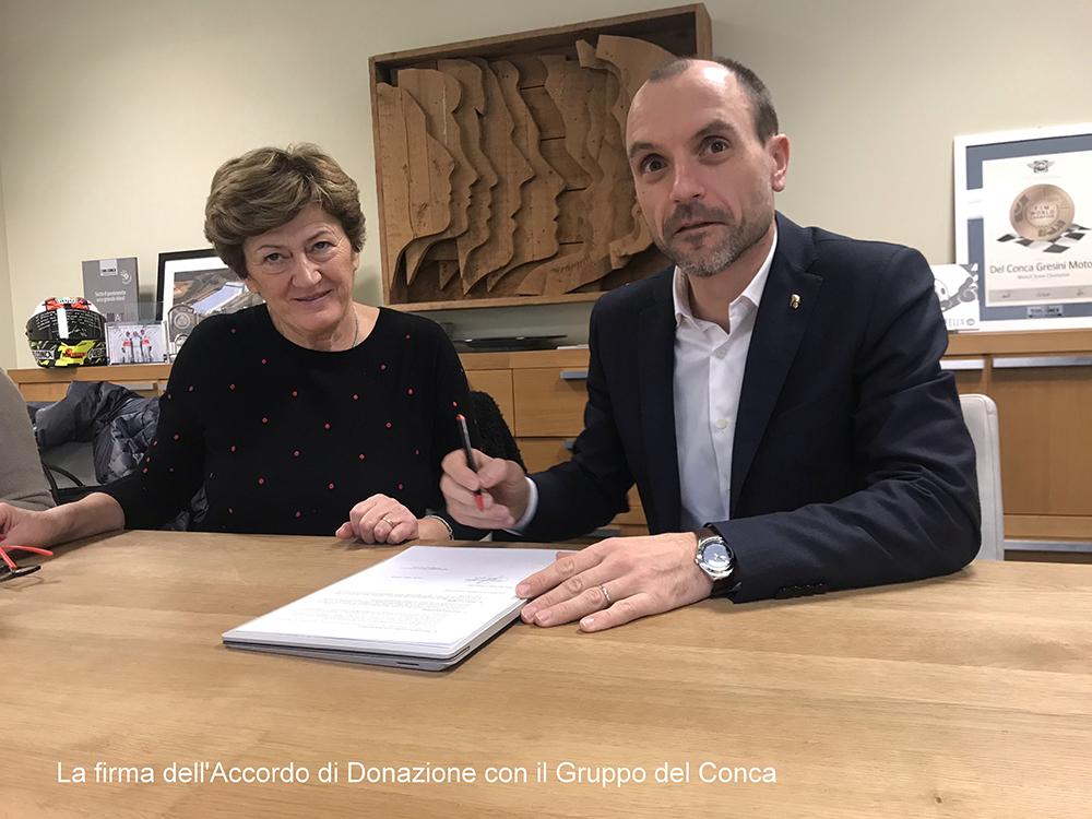 Foto firma accordo con del Conca